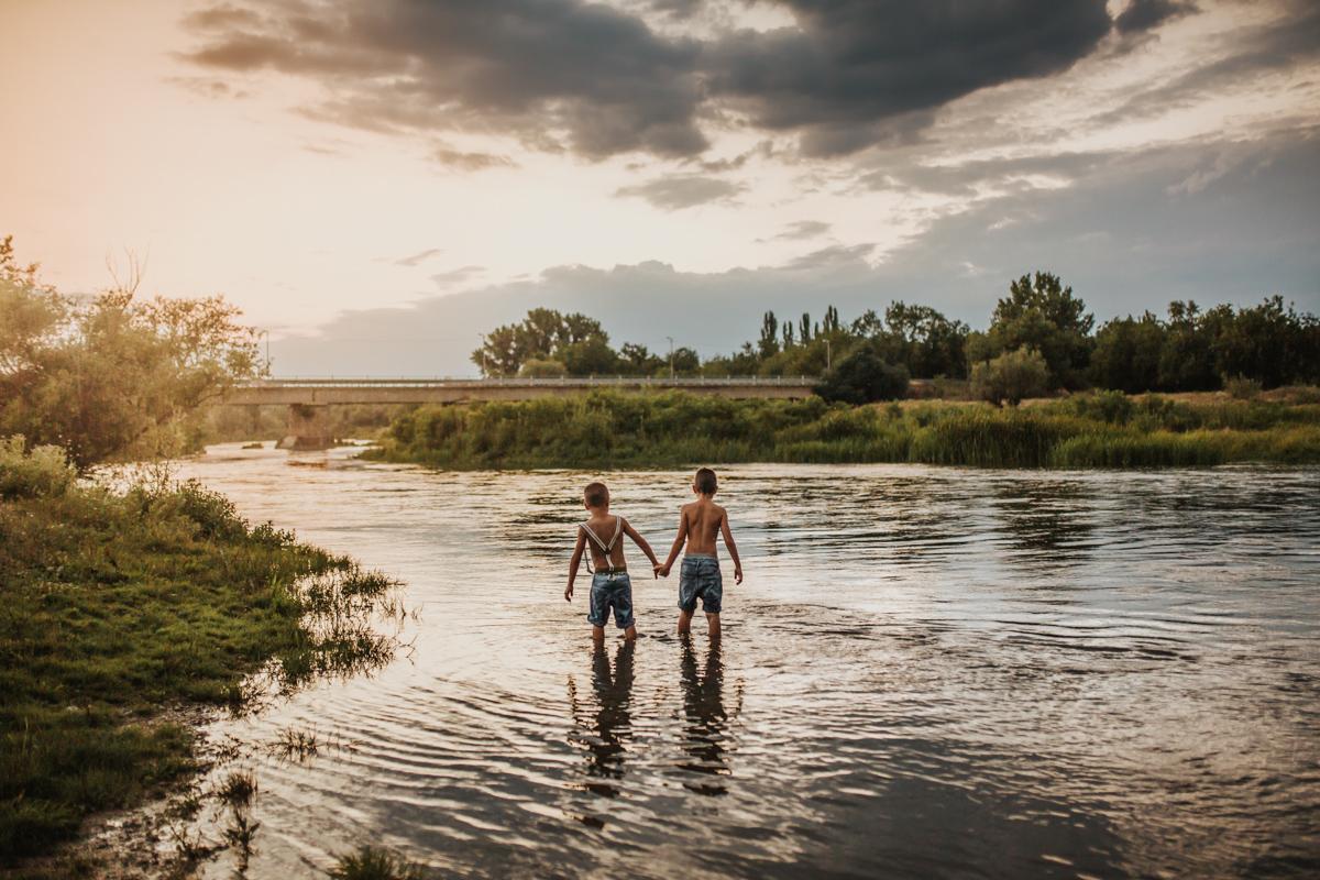 лято край реката